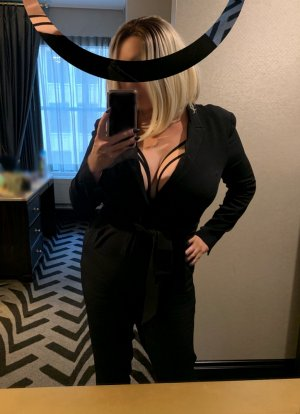 Aimelyne erotic massage in Englewood