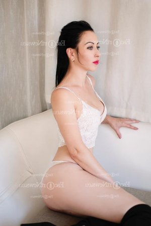 Hadia nuru massage
